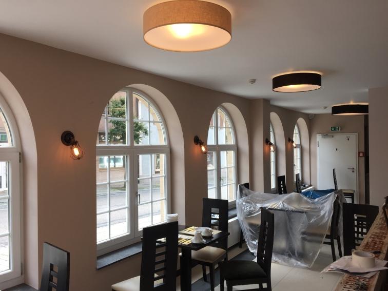 Renovierung - die neuen Lampen hängen